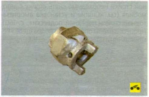 специальное приспособление для отворачивания круглой гайки крепления верхней опоры стойки к ее штоку